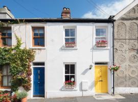 The Yellow Door Cottage, Хоут