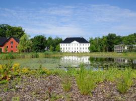 Schlossgut Gross Schwansee, Groß Schwansee (Brook yakınında)