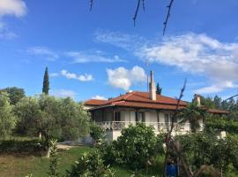 Private Cottage Queen Bed&BioGarden, Плагиарион (рядом с городом Трилофон)