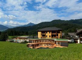 Familienhotel Kreuzwirt, Weissensee (Weissbriach yakınında)