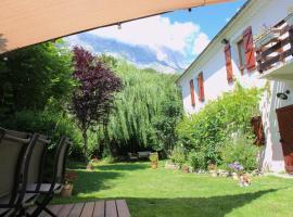 Grande maison aux portes des Ecrins, Le Noyer (рядом с городом Les Forestons)
