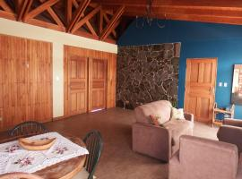 Teak-wooden in quiet neighborhood, Sabanilla (El Ciprés yakınında)