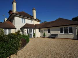 Southbourne 7 Bedroom Holiday Home, Борнмут (рядом с городом Iford)