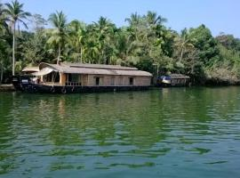 Houseboat with parking in Kottayam, by GuestHouser 42602