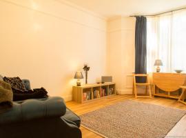 Bright and Spacious 1 Bedroom flat with Garden, Брайтон-энд-Хов (рядом с городом Preston)