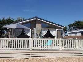 Southsea, Beach and Beauty, Luxury, Pet-Friendly, Private Hot Tub, Lodge, Портсмут (рядом с городом South Hayling)