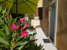 Studio avec terrasse, Simiane-Collongue