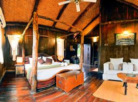 Treehouse with free breakfast in Umaria, by GuestHouser 5135, Bandhogarh Fort (рядом с городом Parāsi)