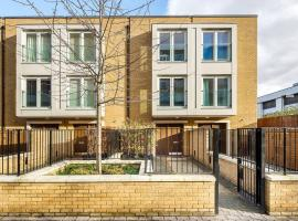 Modern 3 Bed, 2 Bath flat w/Garden in East Acton