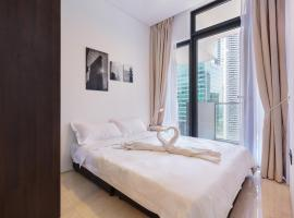 City Balcony Apartment with Marina Bay View