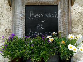 La Ferme de Thoudiere, Saint-Étienne-de-Saint-Geoirs (рядом с городом Izeaux)