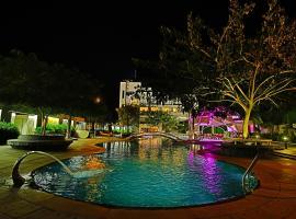 The Emerald Club, Rajkot (рядом с городом Khirasra)