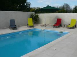 Le Cèdre Bleu villa piscine, Ferrals-lès-Corbières (рядом с городом Fontcouverte)