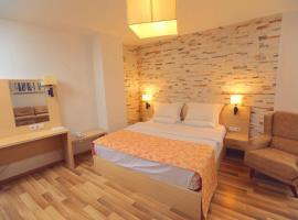 Hotel Pinocchio, Pristina