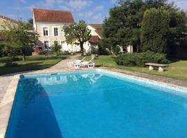 maison de maitre, Mansle (рядом с городом Juille)
