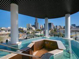 Breathtaking Views - INNER CITY PAD