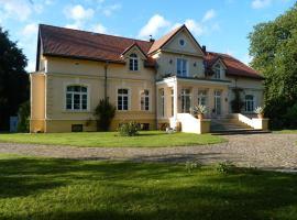 Ferienwohnung im Gutshaus Viezen, Bernitt (Klein Belitz yakınında)
