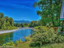 Scenic Skykomish River Home