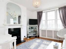 Sunny 2 bedroom flat between Camden Town & Primrose Hill, Лондон (рядом с городом Highgate)
