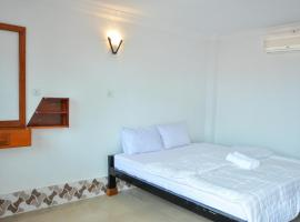 Silver Dolphin Guesthouse & Restaurant