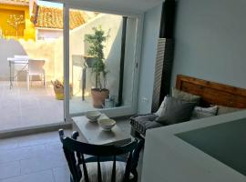 Blue cottage, Villanueva de Alcolea (Els Rosildos yakınında)