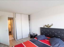 Chambre dans bel appartement avec piscine, Blanquefort