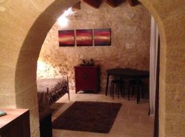 Chambre Maison En Pierre Jacuzzi, Saint-Hilaire-d'Ozilhan