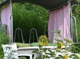 Schlafen im Hanf in der Kuhkrippe und Schlafen im Zirkuswagen, Wernetshausen (Gibswil yakınında)