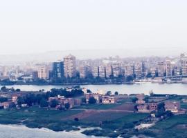 شقة مفروشة مساحة 190متر مطلة على النيل شارع البحر الاعظم, Kahire (Sāqiyat Makkī yakınında)