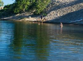 waterfront cottage - cabin - 5m from Sandbnks, Cherry Valley