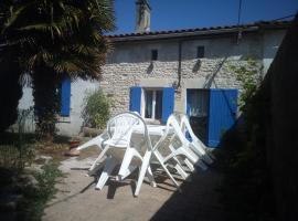 La maison bleue, Saint-Aubin-de-Blaye (рядом с городом Étauliers)