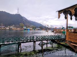 Houseboat Hollywood, Durgjan (рядом с городом Gagribal)