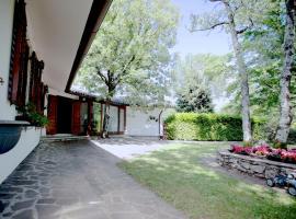 Triestevillas LE GIRANDOLE, garden, parking spaces in BorgoGrotta, Borgo Grotta Gigante (Rupingrande yakınında)