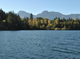 Lake of the Woods Resort, Hope (Yale yakınında)