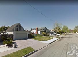 Homey, Spacious 5 Bedroom House in Costa Mesa