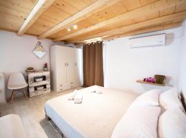 exClue Mykonos Suites, Ano Mera (рядом с городом Фтелия)