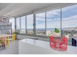 Funky apartment with sweeping ocean views