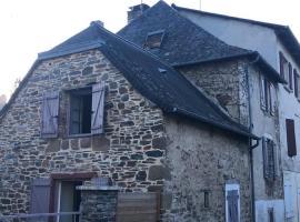 Maison de village typique, Allassac (рядом с городом Estivaux)