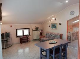 Appartamento mansardato in villetta bifamiliare., Rifreddo (Gambasca yakınında)
