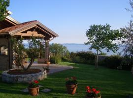 Beautiful quiet room with stunning sea view, Trieste (Santa Croce Mare yakınında)