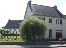Grande maison 4 chambres, 8 places jardin, Лудеак (рядом с городом Croixanvec)