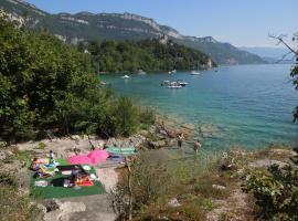 chalets canadiens Lac du Bourget, Chindrieux (рядом с городом Vions)