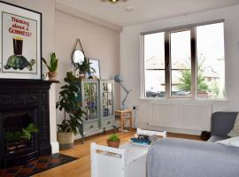 Charming 2 Bedroom House in Cabra, Дублин (рядом с городом Ashtown)