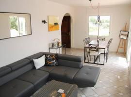 A 2km plage, grande terrasse & grand jardin, 4pers, Йер (рядом с городом Hyeres)