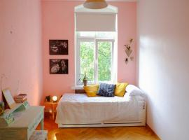 New Cozy Room in Bright Big Flat