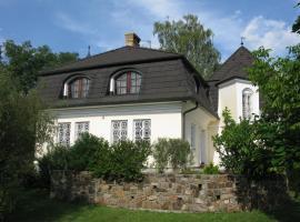 Vila Chateau, Běstvina (Starý Dvŭr yakınında)