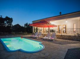 Holiday home with pool Kristal