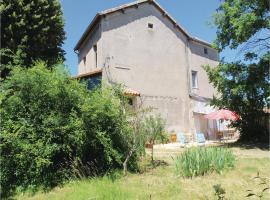 Three-Bedroom Holiday Home in St Sernin, Saint-Sernin (рядом с городом Vogüé)