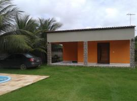 Casa com piscina na praia do Sossego