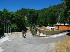 Camping & Bungalows Ponte das Três Entradas, Oliveira do Hospital (Nær Aldeia das Dez)